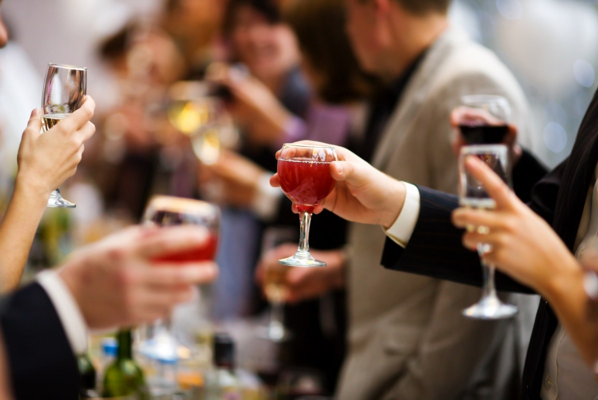 tips on hosting a wine tasting party or dinner party
